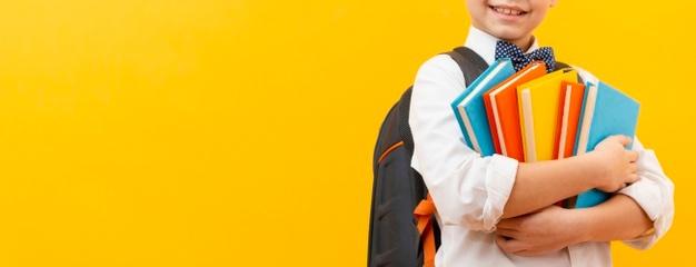 мальчик с книжками
