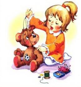 Девочка пришивает лапу игрушке