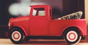 Детская машинка - грузовик красного цвета