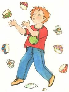 Мальчик жонглирует посудой