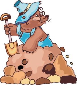 крот с лопатой и в одежде вылазит из под земли