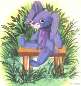 Игрушечный зайка сидит на скамейке