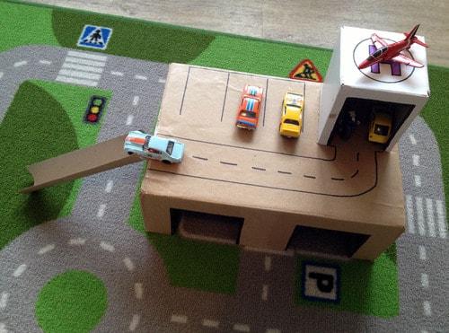 Картонный гараж для машинок