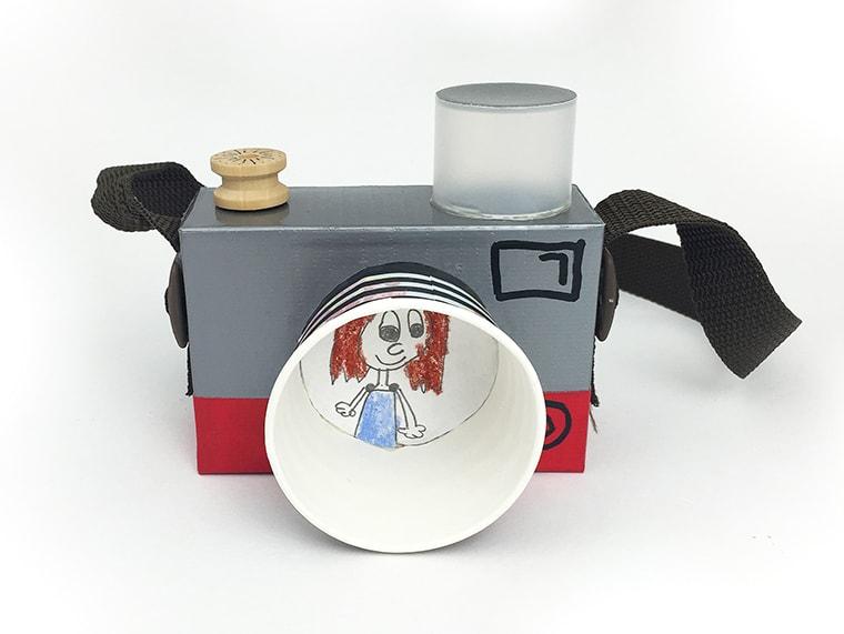 Игрушечный фотоаппарат своими руками из картона